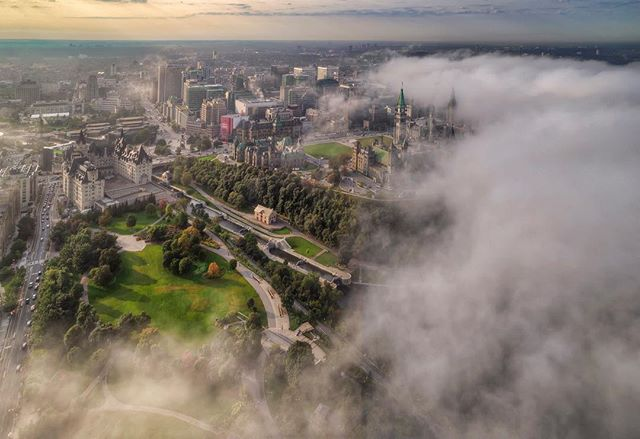 Misty morning looking at #parliament #bytownmuseum #chateaulaurier #ottawariver #Explorecanada  #exploreontario  #ottawa #ottawaphotographer