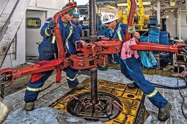 Oil Rig workers in the Alberta #oilpatch #explorealberta #explorecanada #workinghard
