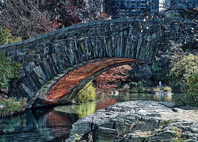 Built in 1896, the beautiful Gapstow Bridge over The Pond in Central Park offers one of the best views of the NYC skyline . . . . #nyc  #centralpark #bridges #manhattan #newyork_instagram #urbanphotography ##citylife  #usaprimeshot #hdr #ottawaphotographer