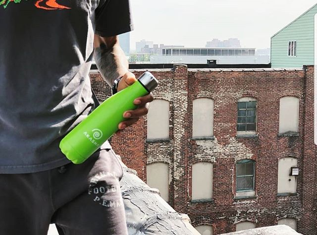 Love this picture from @veganzndahood representing our AKASHA bottle out in New York 🌎💚 _⠀⠀⠀⠀⠀⠀⠀⠀⠀ They have an amazing podcast  which focuses on health, veganism and water this month💧💦 _⠀⠀⠀⠀⠀⠀⠀⠀⠀