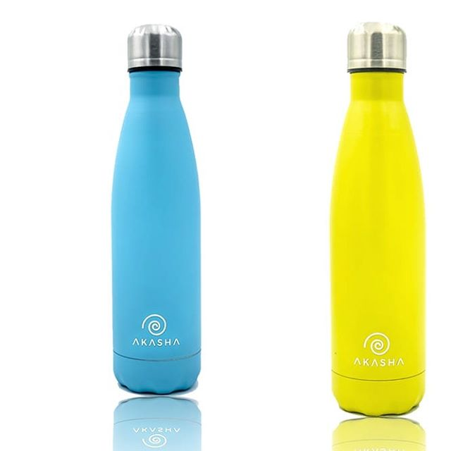 Stand out from the crowd with our Bright Blue and Yellow AKASHA bottles 💙💛