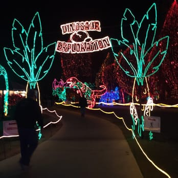 CALM HOLIDAY LIGHTS - This award-winning holiday tradition is another reason we are proud to be in Bakersfield during Christmastime. The entire zoo is adorned with a dazzling musical tree show + animated displays. Such a creative way to bring Christmas lighting and artistic talent together!The event runs until January 5th.