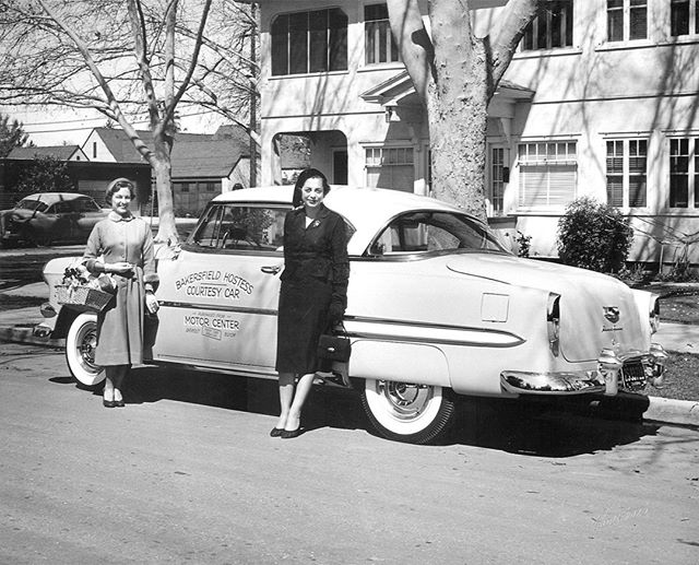 """If you were a new Bakersfield resident 70 years ago, you might have received a visit from a cheery woman named Dorothy ""Dottie"" Hiatt. She would have pulled up to your home in a Chevrolet with ""Bakersfield Hostess Courtesy Car"" printed on the side, bearing a welcome basket with gifts including maps and a copy of The Californian, then sat down in your living room and asked about your migration story, family members and hobbies.⁣ .⁣ ""In the spirit of Hiatt, Be In Bakersfield hopes to help welcome new residents in a way that speaks to the culture and trends in 2019. This group seeks to shine a light on all the good that already exists here and work to advocate for positive change where that is needed.⁣ .⁣ ""Hiatt infused her work with a personal touch and often ended her column with 'Brighten that corner where you are!' This sentiment is still so relevant today. We could learn from Hiatt's efforts to encourage civic pride and personal responsibility at a time when both are still so desperately needed."" - BiB founding member, Anna Smith writes more in her latest column on Bakersfield.com, ""New ways to channel the original 'Bakersfield Hostess'"" –– Read more by clicking the link in bio!⁣ .⁣ .⁣ #beinbakersfield • www.beinbakersfield.com"