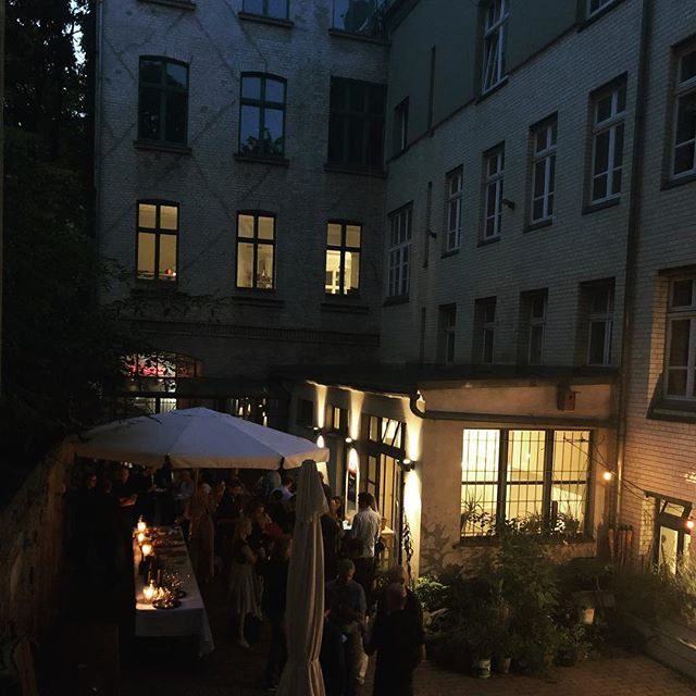 Throwback to our German/ French event for a company in a Secret Garden ✨🌿 A real travel through gastronomy with a French and German twist 🍴  We took time to find this perfect venue right in the middle of Berlin Mitte - a hidden garden in the middle of a park 🤫  #secretberlin#hiddenplacesberlin#secretlocationberlin#berlin#eventberlin#teamevents#frenchfood#germanfood