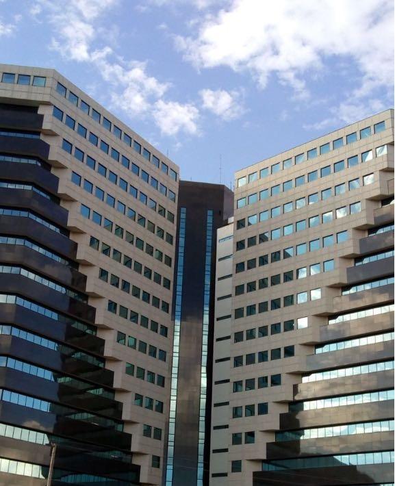 Centro Empresarial VARIG - Uma das principais referências em condomínios empresariais da capital federal vai ter a fachada revitalizada pela Barcelos Construtora. As obras já começaram e estão em ritmo acelerado.