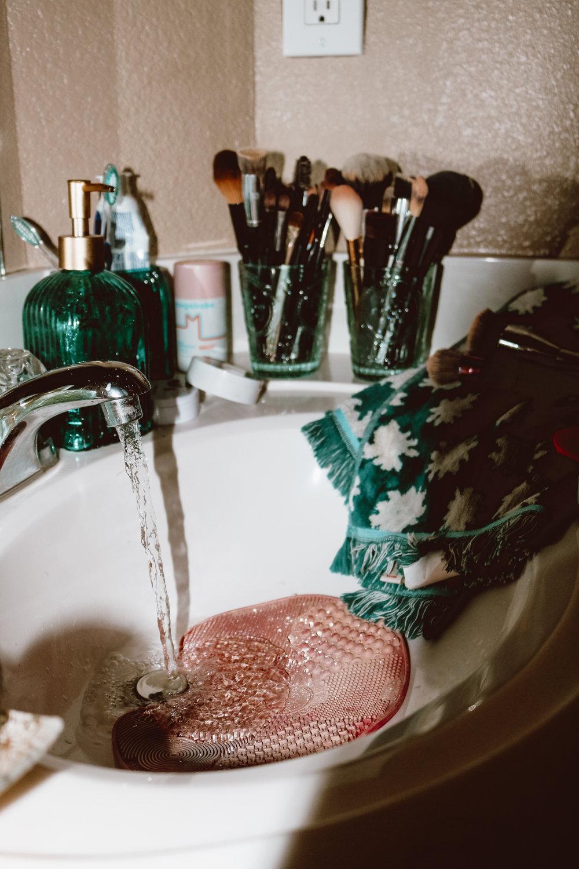 washing-makeup-brushes-3.jpg