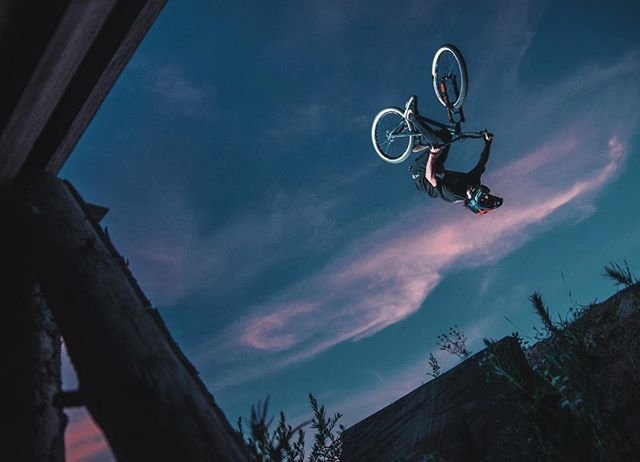 🚴♀️ @georgiyvikulov rotates like a barrel #vvcforce 📸 @dima_sumerin