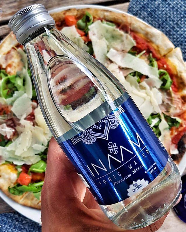 Pizza y #gintonic ?? inaamrecompensa #refrescante #2018 #propositos #propositos #premium #fiesta #vegetariano #sinazucar #vidasana #vidasaludable #bienestar #fitness #fit #dieta #saludable #soda #tonicwater #premium #amigos