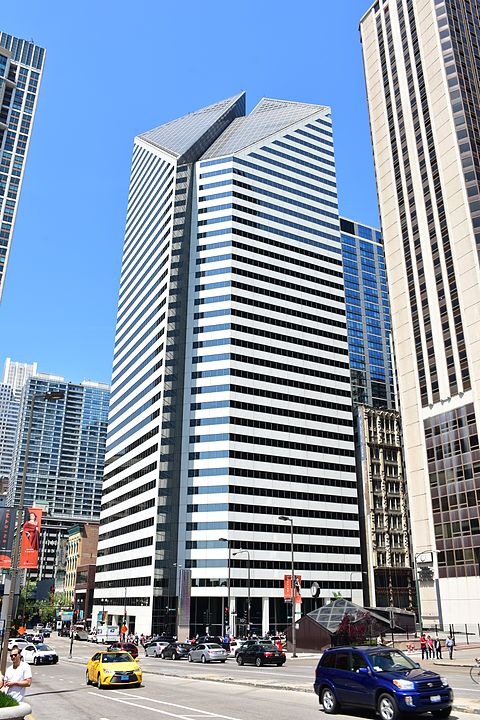 Crain_Communications_Building_in_Chicago,_May_2016_(2).jpg