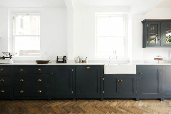 Photo by: deVOL Kitchens