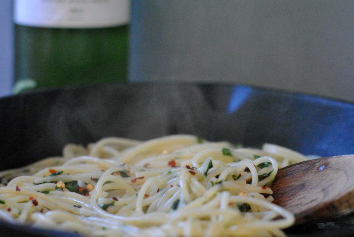 spaghetti-aglio-olio-1.jpg