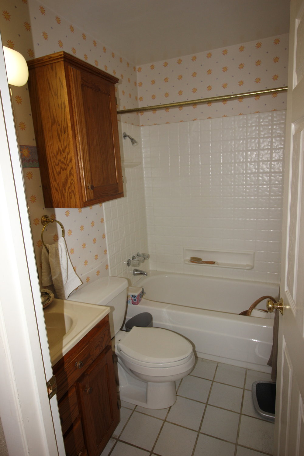 Cramped 1950's guest bath prior to remodel
