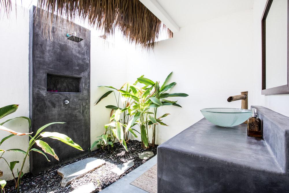 Swell Hotel Garden Shower