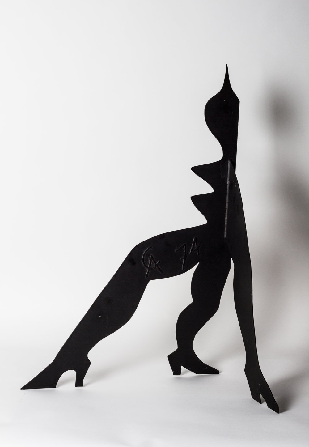 Petit critter aux trois seins , Stabile (Painted Steel), 1974, 31.44 x 16.5 x 18.07 in.