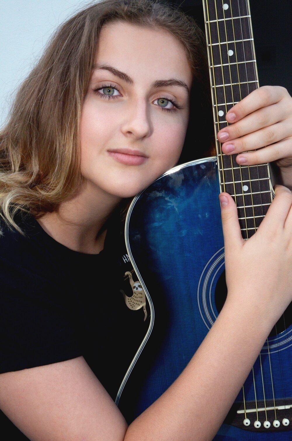 portrait lauren guitar_DSC5521.jpg