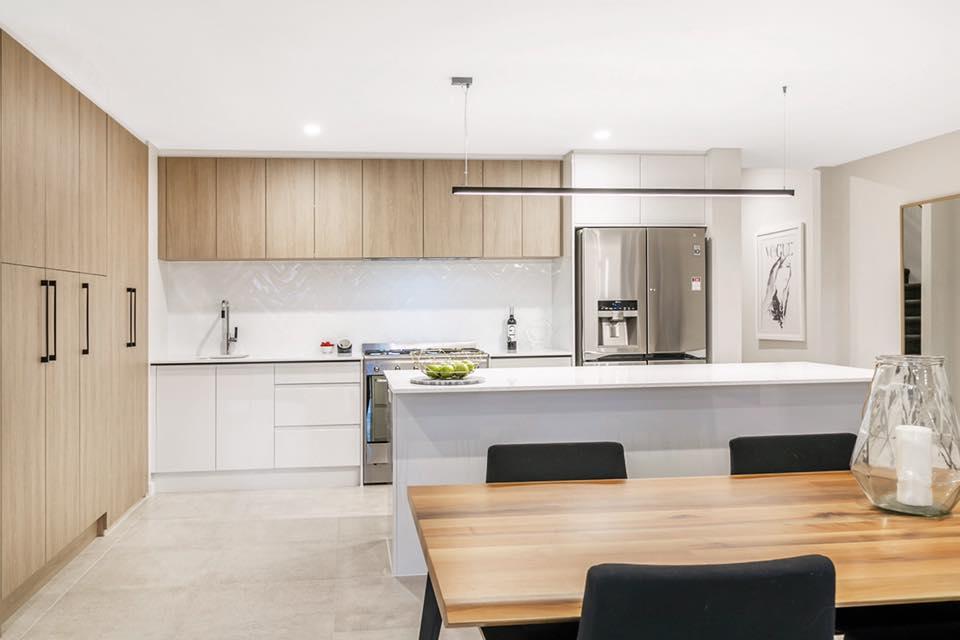 Kitchen Splashback HM75300 WHITE GLOSS GLZ PCLN (75x300) + Main Floor UPTOWN BONE LAPPATO REC GLZ PCLN (600x600) (3).jpg