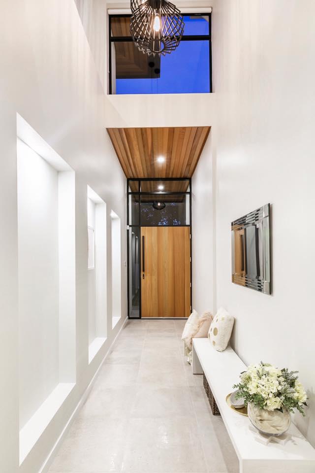 Main Floor UPTOWN BONE LAPPATO REC GLZ PCLN (600x600) (2).jpg