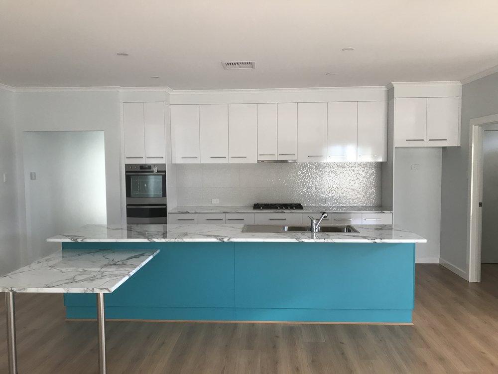 Kitchen S.back RFA6311 WHITE GLOSS REC GLZ PCLN (300x600) (1).JPG