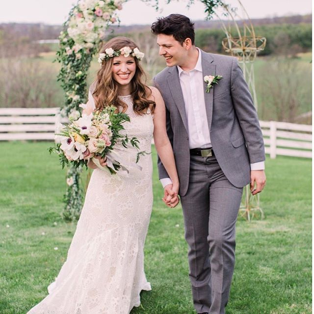 Walking into 2019 with a feature in @bridalmusings ! We are thrilled and honored to have worked with such an amazing team! Link in bio . . Venue: @bluehillfarmus  Design/planning: @monicalynneevents  Photography: @sandbytv  Florals: @craftedstems  Calligraphy: @lettersbybecca  Hair/makeup: @lipstickandchiffon  Cake: @butterfliesbake  Catering: @food4thoughtcateringllc  Models: @kayleeemillerr Dress: @wearyourlovexo  Rentals: @whitegloverentals Tuxedo: @_old_town_tuxedos