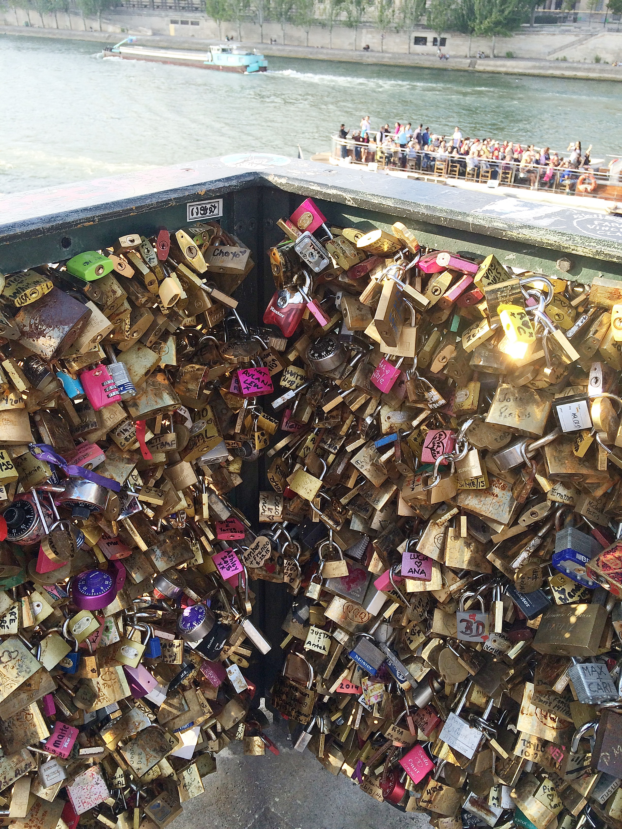 Dayka Robinson Locks on Seine 2015