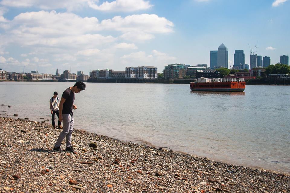 Mudlarking on the Thames River, Wapping, London, 2017. Photo: Joshua Lue Chee Kong