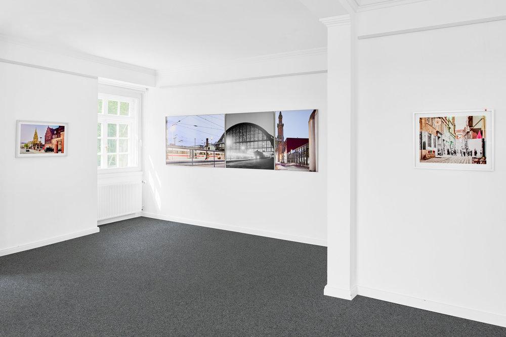Installationsansicht: Fotokunst von Caspar Sessler im Kunstverein Achim