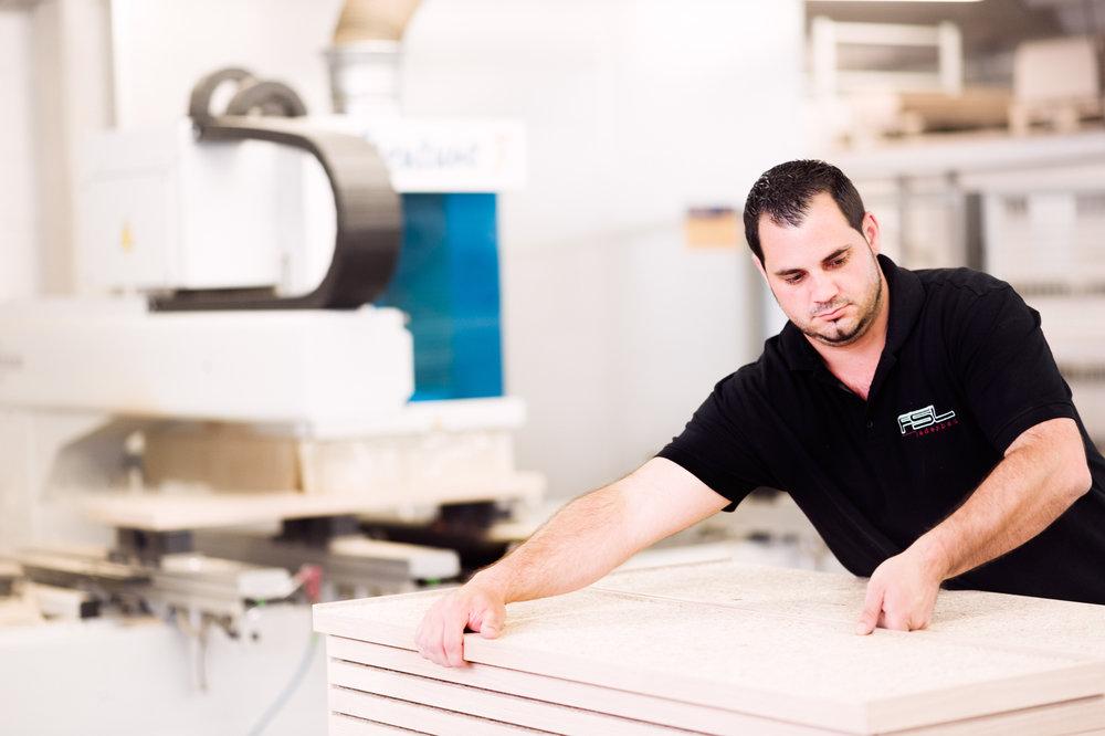 Werbefotografie: Imagebilder für den mittelständischen industriellen Ladenbaubetrieb FSL Ladenbau  aus Westerstede, Art Direktion Romas Stukenberg & Steffen Vogt von namename.eu