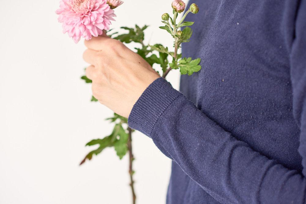 Fashionfotografie: Hand mit Blumenstrauß