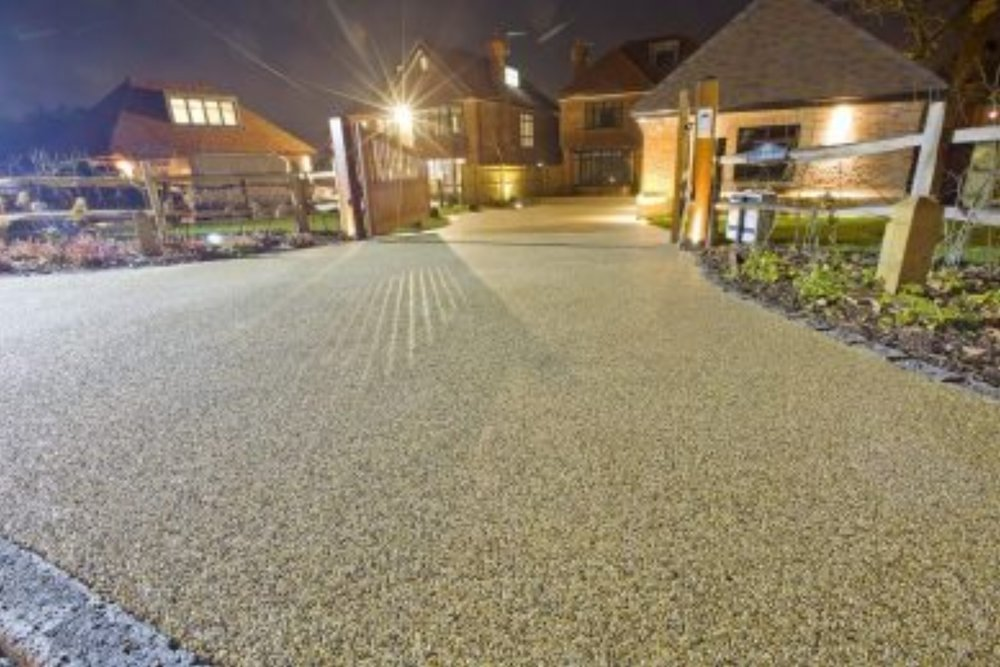 Resin Bound Driveway & Surfaces - Resin surfacing systems offer you complete flexibility with a wide range of colours, textures and surface finishes to suit your property.