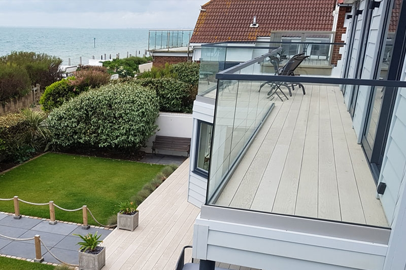 Composite - Composite Decking is without question the no.1 choice if you are looking for the highest quality material with a lifetime guarantee! Composite looks exceptionally like real wood, but doesn't rot, retains high slip-resistance and requires very little maintenance.