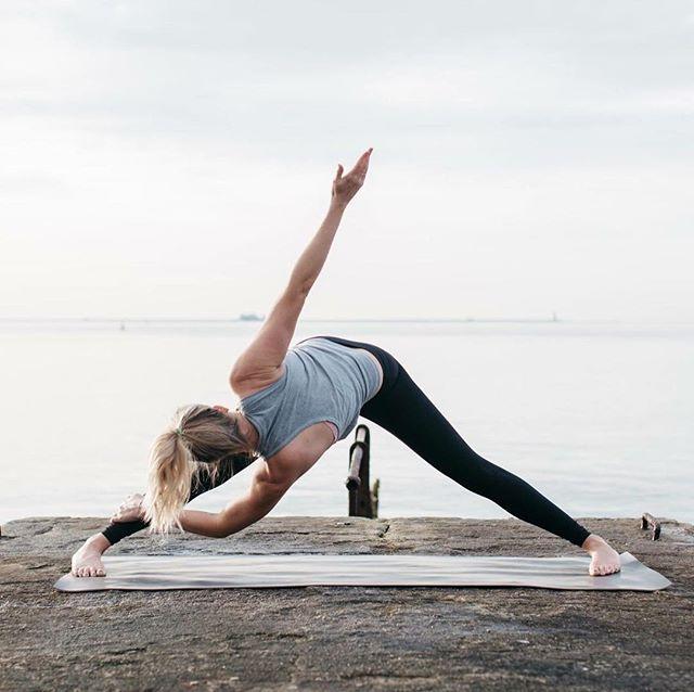 Twisting... #devonyoga #devonyogis #plymouth #ivybridge #yogaeverydamnday #yogaeverywhere #yogaeveryday #devon #fitspo #fitness #fitnessmotivation #handstands  #yoga