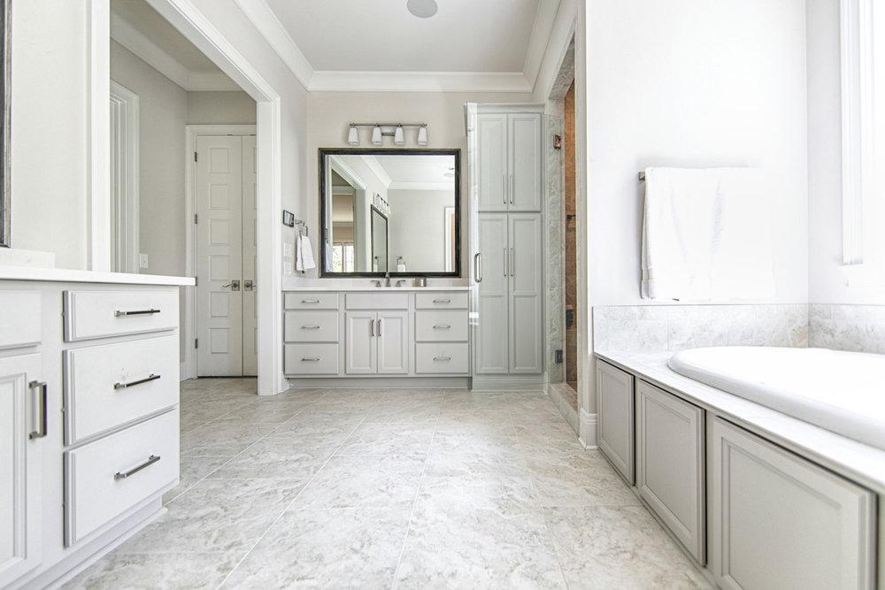 Traditional Elegance Bathroom Design