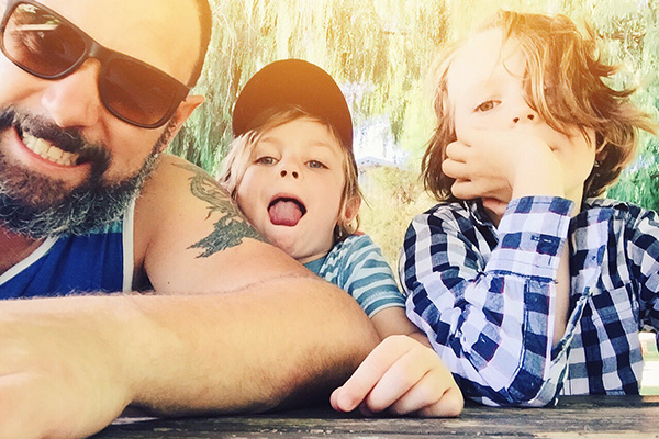 Hi, I'm Simon - This is me with my boys, Henry & Fred,I love them more than a fat kid loves cakeI'm into exotic food, music from around the world, traveling to interesting places, longboarding, chocolate and of course photography, especially documentary photography.