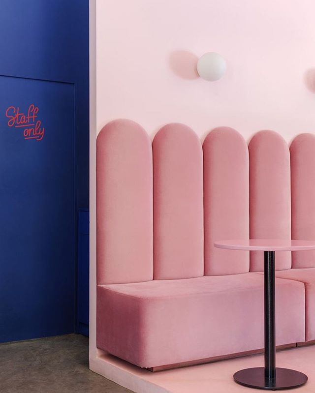 〰️ banquette of my dreams 💖and a 🎨palette that feeds my soul 🥰 #hospitalitydesign #interiordesigninspo