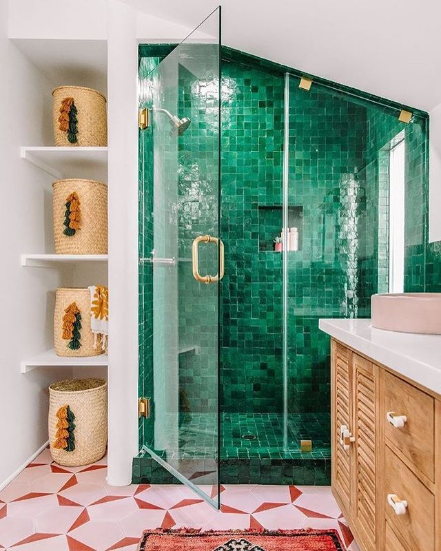 Complementary tiles 🎨🙃 〰️ been all about that #zellige since 2015 〰️ #ihavethisthingwithtiles #bathroomtiles #colortheory #showergoals