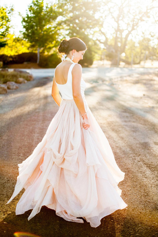 Natural-Wedding-Poses-8.jpg