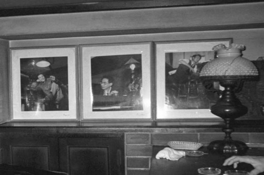 Fotos en el bar Lupin, el cual fue un punto de reunión usual para los miembros de la escuela Buraiha