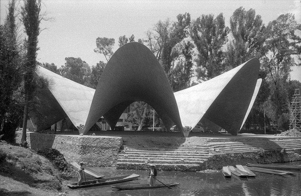 Construcción del restaurante Los Manantiales, proyecto del arquitecto Félix Candela | Juan Guzmán.Xochimilco, Ciudad de México, 1958