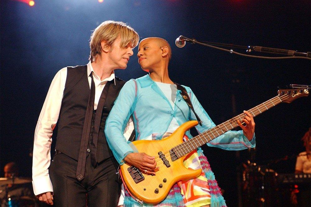 David Bowie y Gail Ann Dorsey
