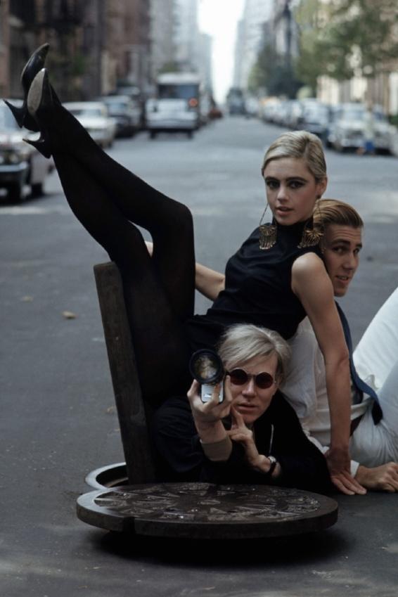 Burt Glinn, 1965.  Andy Warhol, Edie Sedgwick y Chuck Wein.