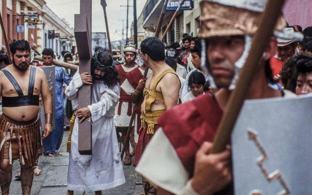 Representación del Via Crucis en Semana Santa, México