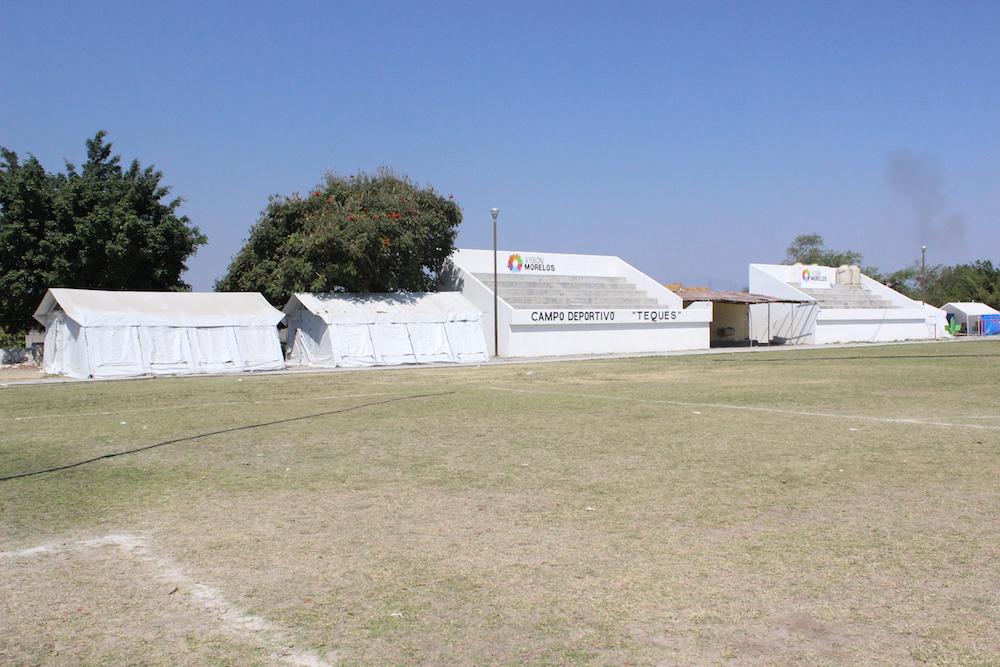 El Campo Deportivo donde ahora toman clases los alumnos de la escuela Emiliano Zapata en Tequesquitengo.