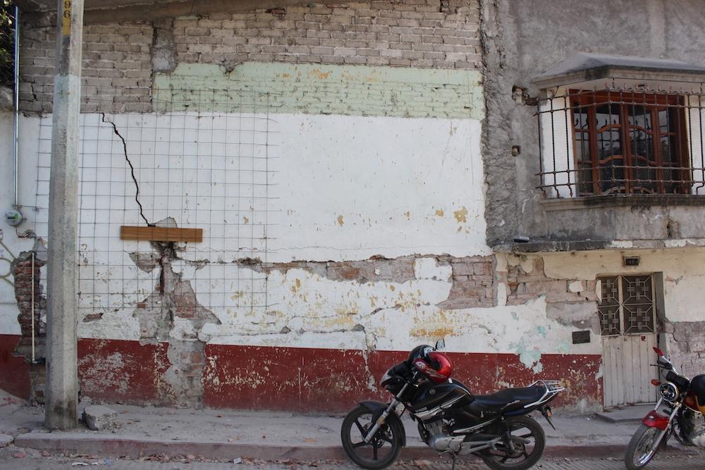 Fracturas en casas en la colonia Benito Juárez
