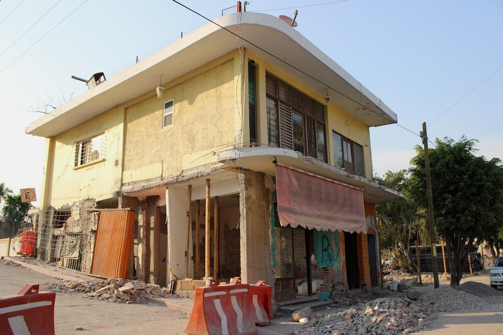 Casas dañadas en los extremos del Puente de los Suspiros en la cabecera municipal de Jojutla