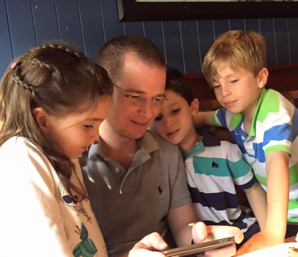 Ricardo Anaya y sus tres hijos