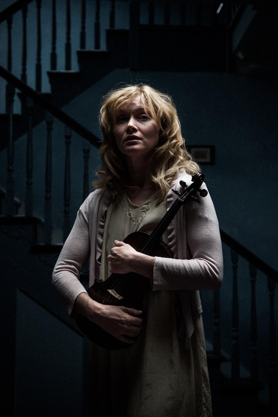 Essie Davis como Amelia