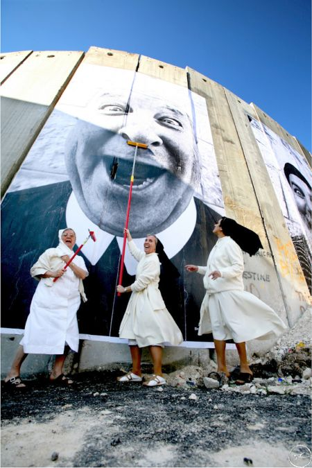 Monjas en acción. Muro de separación, lado palestino. Belén 2017.