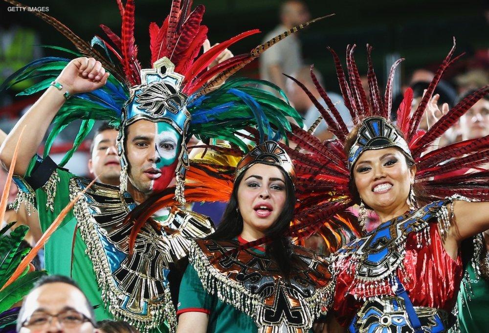 Afición mexicana apoyando a la selección.