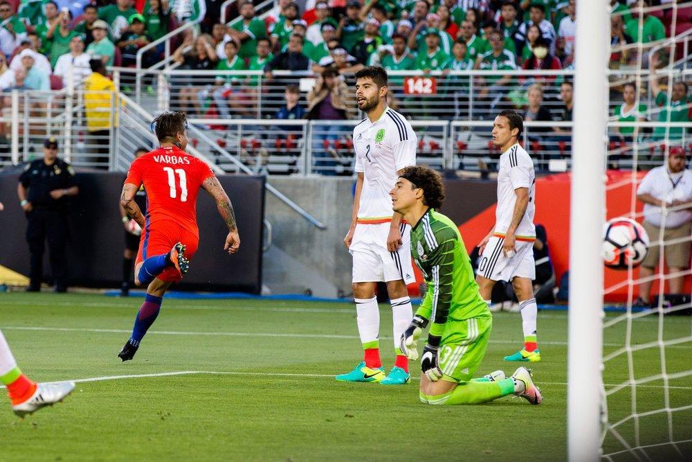 Ochoa, se lamenta por la derrota ante Chile, en Copa América.