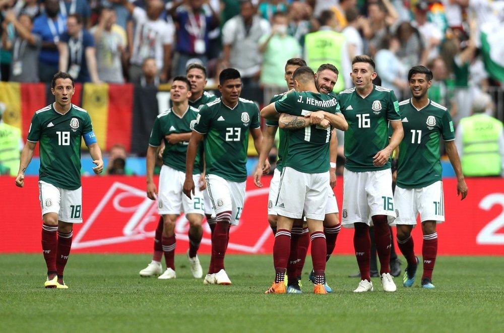 Esta vez los aztecas salieron con la mano en alto frente a los alemanes. Foto vía El Salvador Times